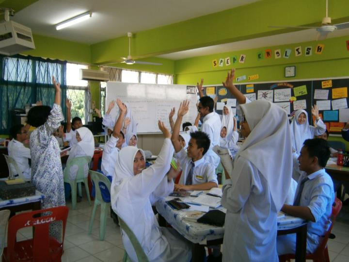Teachers using quite signal to get students attention