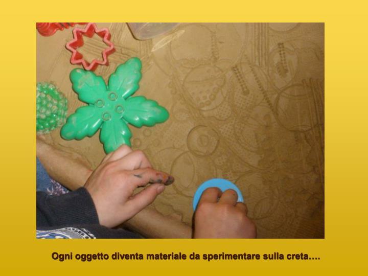 Ogni oggetto diventa materiale da sperimentare sulla creta….