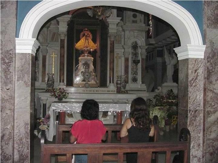 Agradeciendo a la Virgen