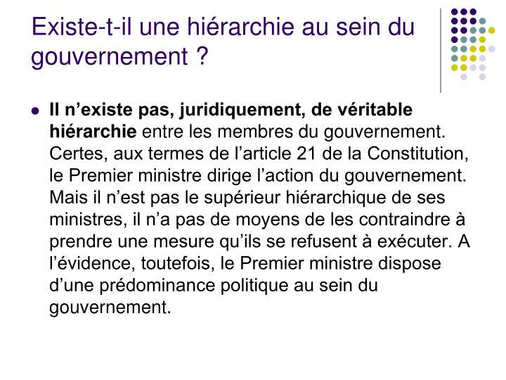 Existe-t-il une hiérarchie au sein du gouvernement?