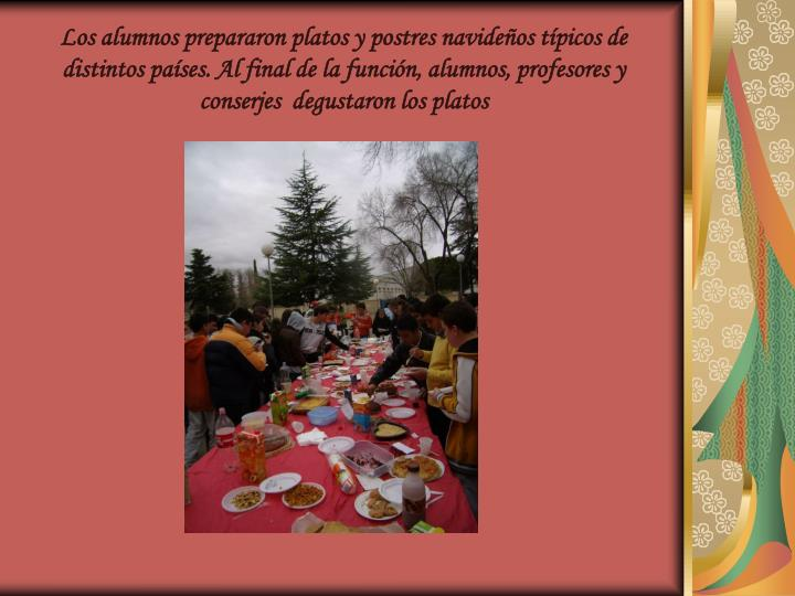 Los alumnos prepararon platos y postres navideños típicos de distintos países. Al final de la función, alumnos, profesores y conserjes  degustaron los platos