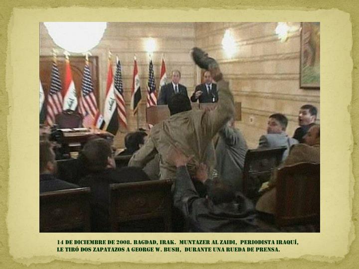 14 de diciembre de 2008. Bagdad, Irak.  muntazer al zaidi,  periodista iraquí, le tiró dos zapatazos a George w. Bush,  Durante una rueda de prensa.