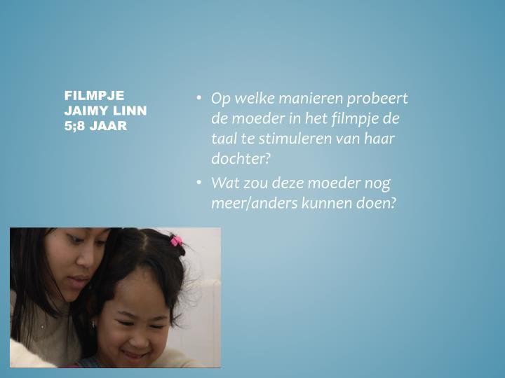 Op welke manieren probeert de moeder in het filmpje de taal te stimuleren van haar dochter?
