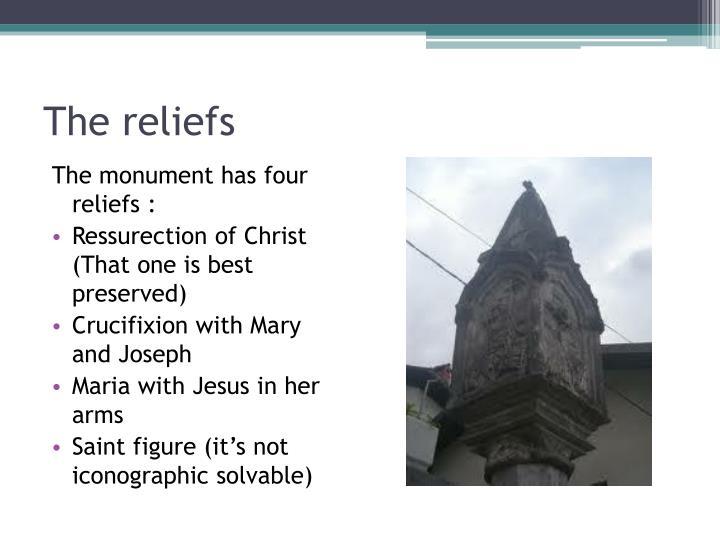 The monument has four reliefs :