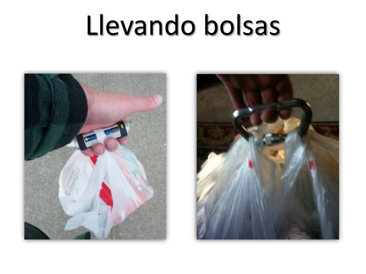 Llevando bolsas
