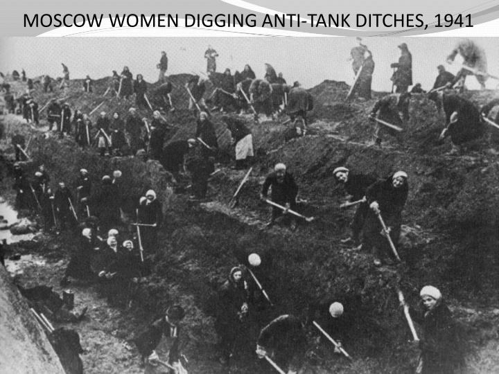 MOSCOW WOMEN DIGGING ANTI-TANK DITCHES, 1941