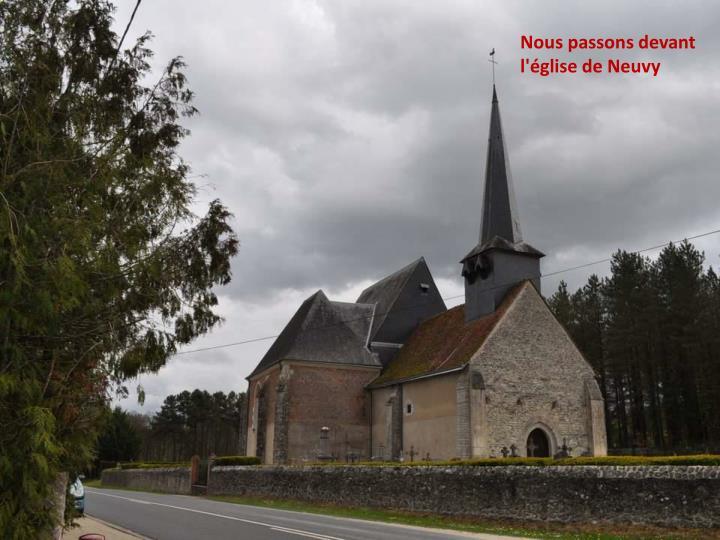 Nous passons devant l'église de Neuvy