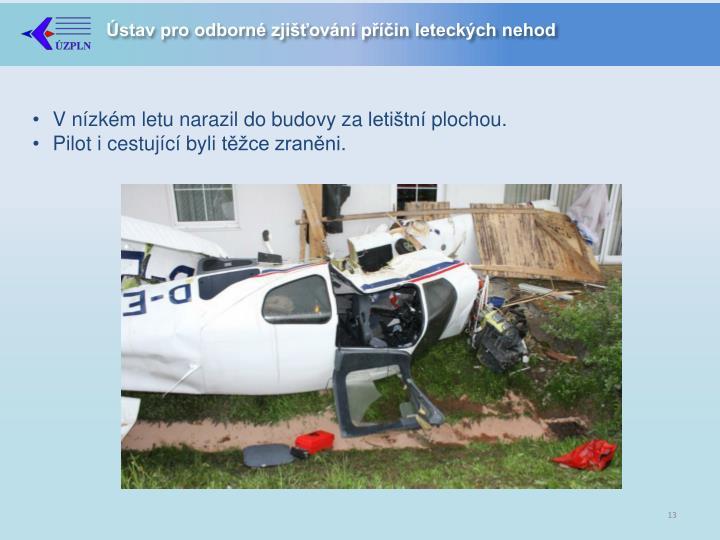 V nízkém letu narazil do budovy za letištní plochou.