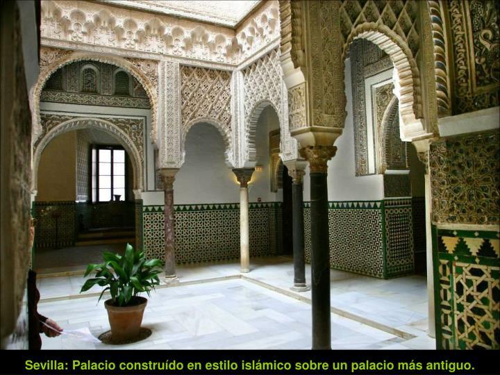 Sevilla: Palacio construído en estilo islámico sobre un palacio más antiguo.