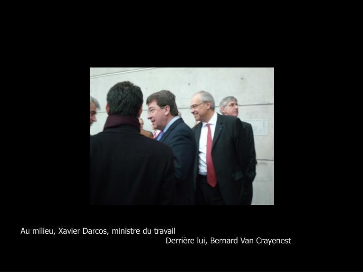Au milieu, Xavier Darcos, ministre du travail
