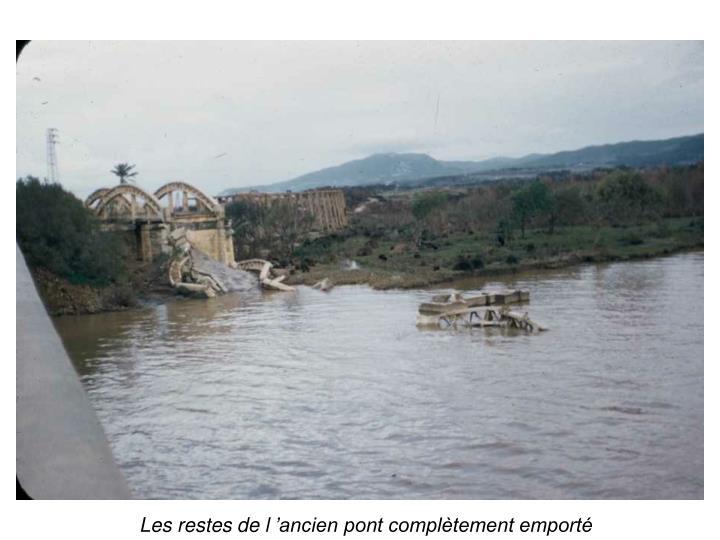 Les restes de lancien pont compltement emport
