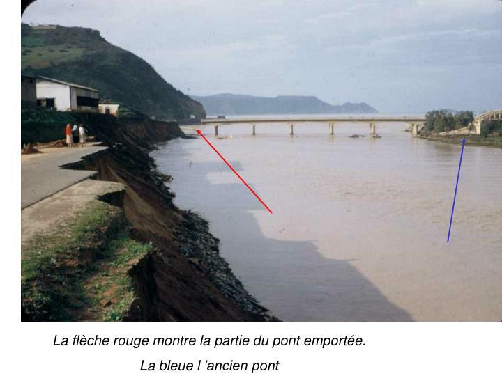 La flche rouge montre la partie du pont emporte.