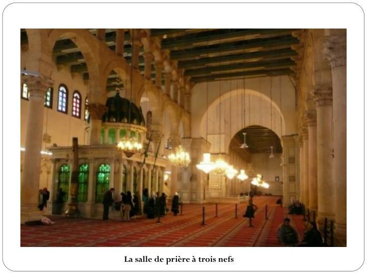 La salle de prière à trois nefs