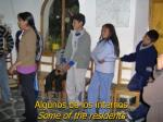 algunos de los internos some of the residents