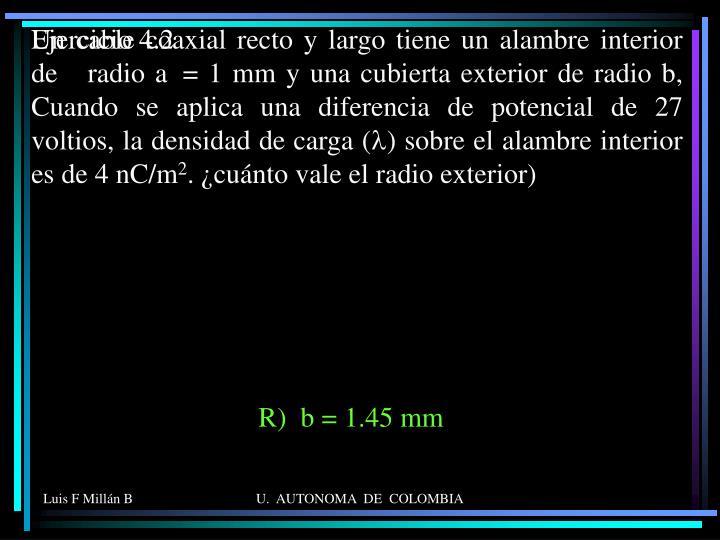 Un cable coaxial recto y largo tiene un alambre interior de   radio a