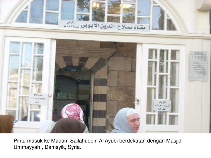 Pintu masuk ke Maqam Sallahuddin Al Ayubi berdekatan dengan Masjid Ummayyah , Damsyik, Syria.