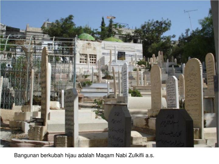 Bangunan berkubah hijau adalah Maqam Nabi Zulkifli a.s.