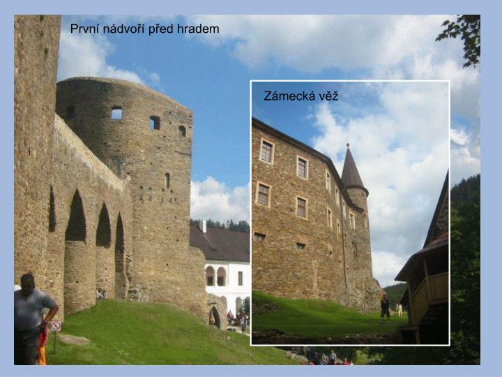 První nádvoří před hradem