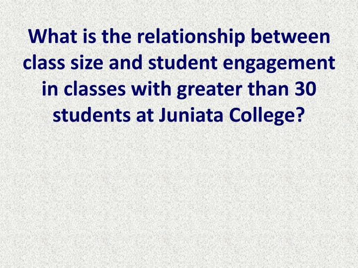 What is the relationship between class size and student engagement in classes with greater than 30 students at Juniata College?