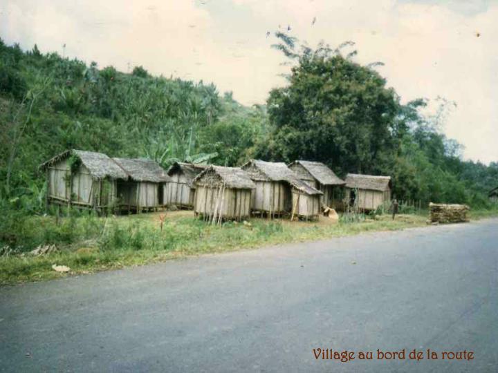 Village au bord de la route