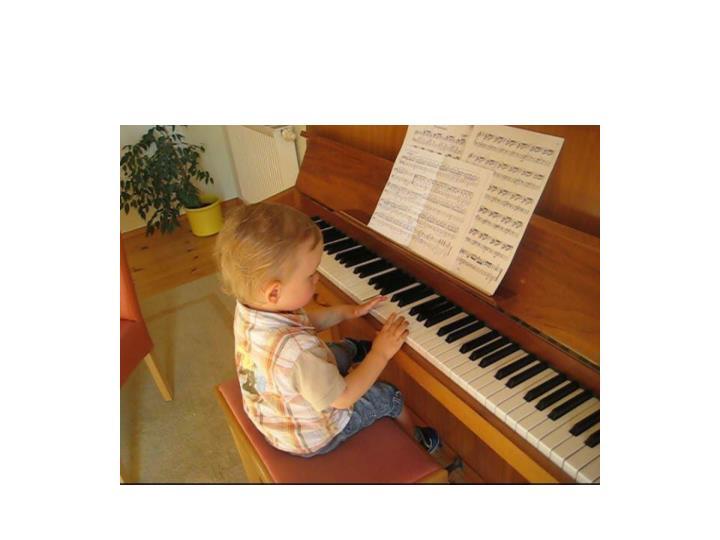 Silas am klavier