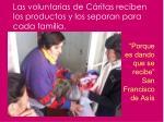 las voluntarias de c ritas reciben los productos y los separan para cada familia