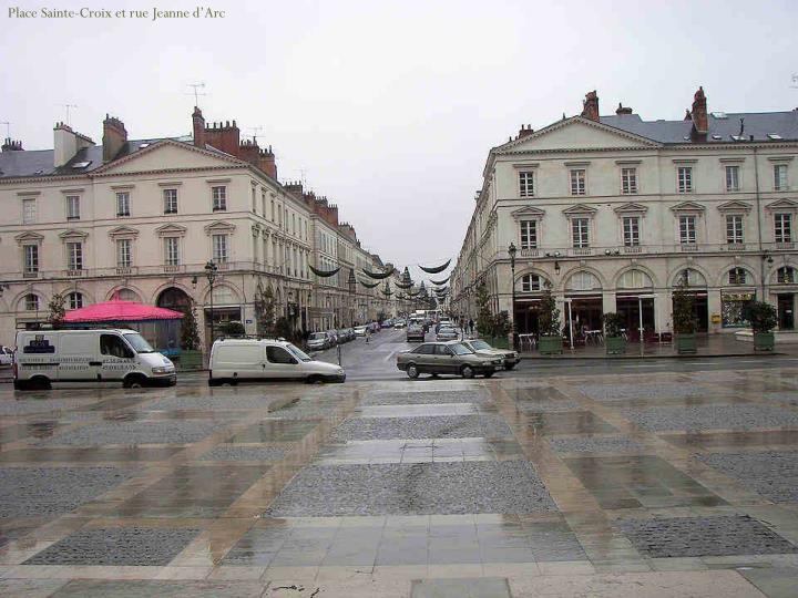 Place Sainte-Croix et rue Jeanne d'Arc