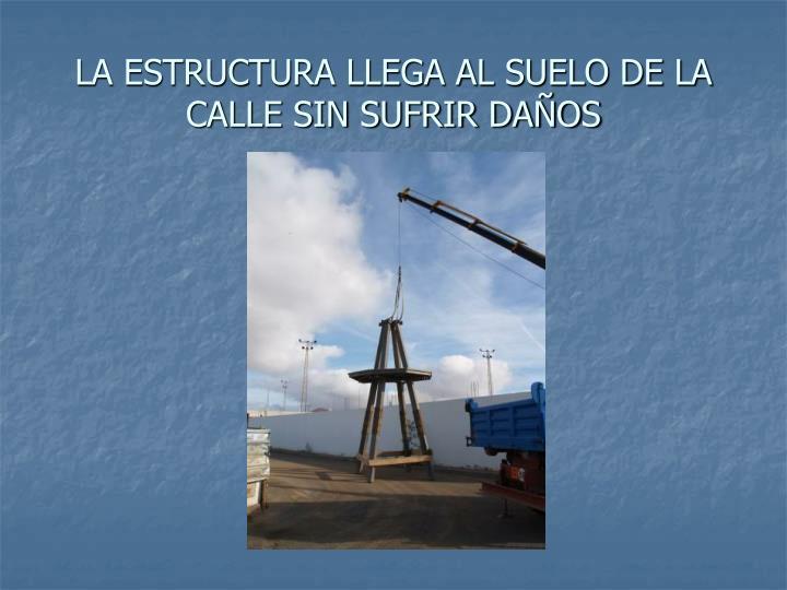 LA ESTRUCTURA LLEGA AL SUELO DE LA CALLE SIN SUFRIR DAÑOS